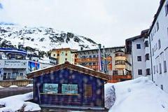 Località di soggiorno Tirolo Austria di inverno delle montagne delle alpi Fotografie Stock Libere da Diritti