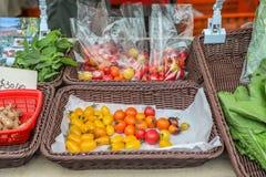 Localmente ha prodotto la frutta e le verdure organiche fresche fotografie stock libere da diritti