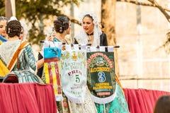 Locals в традиционном костюме стоковые изображения