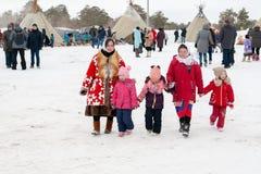 Locals в красивом национальном платье стоковое изображение