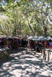 Locals продавая мексиканские сувениры и другое личное имущество на o стоковая фотография