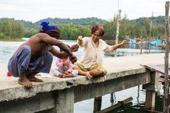 Locals en el pueblo del pescador fotos de archivo libres de regalías