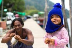 Locals en el pueblo del pescador de la isla foto de archivo libre de regalías