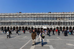 Locals and tourist at Piazza San Marco Royalty Free Stock Photos