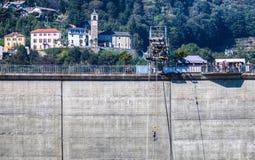 Locarno fördämning - Bungeebanhoppningplattform Fotografering för Bildbyråer