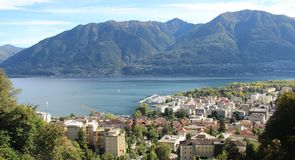 Locarno See-und Stadt-Ansicht von oben lizenzfreie stockfotografie
