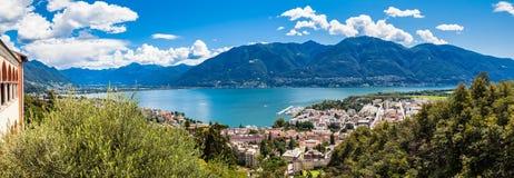Locarno stad och Mggiore sjö Royaltyfri Bild