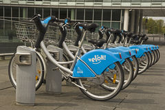 Location publique de vélo au Luxembourg photographie stock