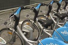 Location publique de vélo au Luxembourg image stock