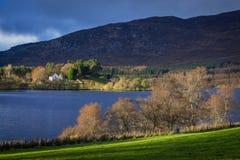 Loch Alvie Church im Sonnenschein Lizenzfreies Stockbild