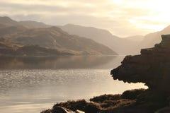 Loch bei Sonnenuntergang Lizenzfreie Stockfotos