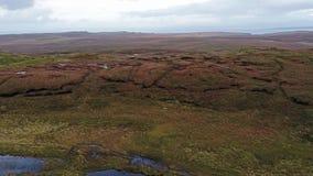 Loch Cuithir e Sgurr um Mhadaidh Ruadh - monte do Fox vermelho, ilha de Skye, Escócia filme