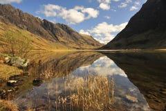 Loch de bezinningen van Achtriochtan, Glencoe, Schotland Royalty-vrije Stock Foto