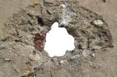 Loch in der Betonmauer, freier Raum stockbilder