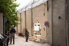 Loch in der israelischen Trennungswand Stockbilder