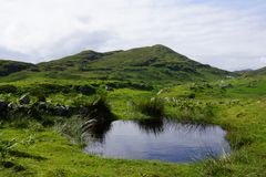 Loch diminuto nas montanhas de scotland Fotografia de Stock Royalty Free