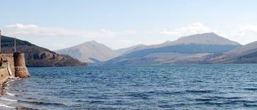 Loch escocês das montanhas Fotografia de Stock