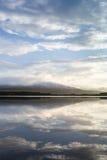 Loch Garten und Abend bewölken sich in den Hochländern von Schottland Lizenzfreie Stockbilder