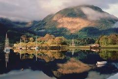 Loch Leven-Liegeplätze, Schottland Stockfoto