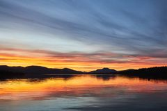 Loch lomond湖五颜六色的风景日落视图在苏格兰,英国 库存图片