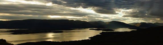 Loch Lomond är en sötvattens- skotsk fjord Arkivbilder