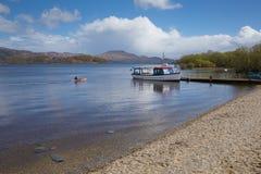 Loch Lomond Skottland UK i den berömda skotska turist- destinationen för Trossachs nationalpark Arkivfoto