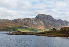 Loch Maree et Slioch en Wester Ross North West Highlands de l'Ecosse Photographie stock libre de droits