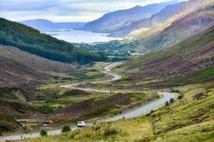 Loch Maree i dolina w średniogórzach Szkocja fotografia royalty free