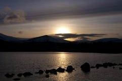Loch Morlich au coucher du soleil Images libres de droits