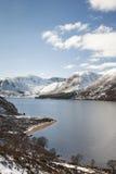 Loch Muick in de Winter in Glen Muick in Aberdeenshire stock fotografie