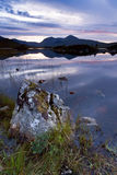 Loch nah-Achlaise bij schemering, Schotland, het UK Royalty-vrije Stock Foto's