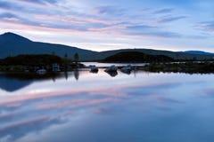 Loch nah-Achlaise bij schemering, Schotland, het UK Stock Foto
