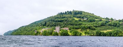 Loch Ness en el tiempo melancólico, Escocia Fotografía de archivo