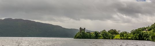 Loch Ness en el tiempo melancólico, Escocia Fotos de archivo libres de regalías
