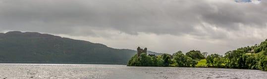 Loch Ness i dystert väder, Skottland Royaltyfria Foton