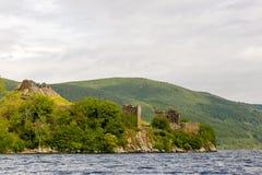 Loch Ness i dystert väder, Skottland Arkivbild