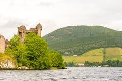 Loch Ness i dystert väder, Skottland Arkivbilder