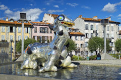 Loch Ness Monster por Niki de Saint Phalle, escultor francês da escultura Foto de Stock Royalty Free