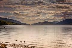Loch Ness przy zmierzchem, przyglądający zachód Obrazy Royalty Free