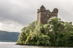 Loch Ness in somber weer, Schotland Stock Fotografie