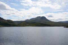 Loch Slecht Na Scalaig en Meall-a'Ghlas Leothaid Royalty-vrije Stock Foto
