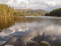 Loch um Eilein, montanhas escocesas Foto de Stock Royalty Free