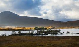 Lochan Na H-Achlaise och Rannoch hed i Glen Coe arkivbilder