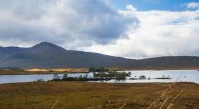 Lochan Na H-Achlaise och Rannoch hed i Glen Coe royaltyfria foton