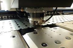Lochende Maschine stockfoto
