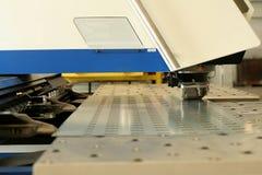 Lochende Maschine lizenzfreies stockbild