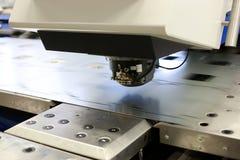 Lochende Maschinerie stockbild