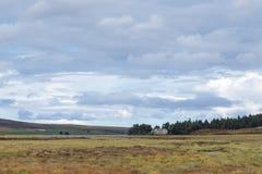 LOCHINDORB, HIGHLANDS/SCOTLAND - 27 ΑΥΓΟΎΣΤΟΥ: Το οίκημα σε Lochin στοκ φωτογραφία με δικαίωμα ελεύθερης χρήσης