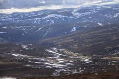 Lochnagar从登上敏锐的山顶观看了 Cairngorm山,阿伯丁郡,苏格兰 免版税图库摄影