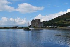 Lochranza slott på ön av Arran arkivfoto